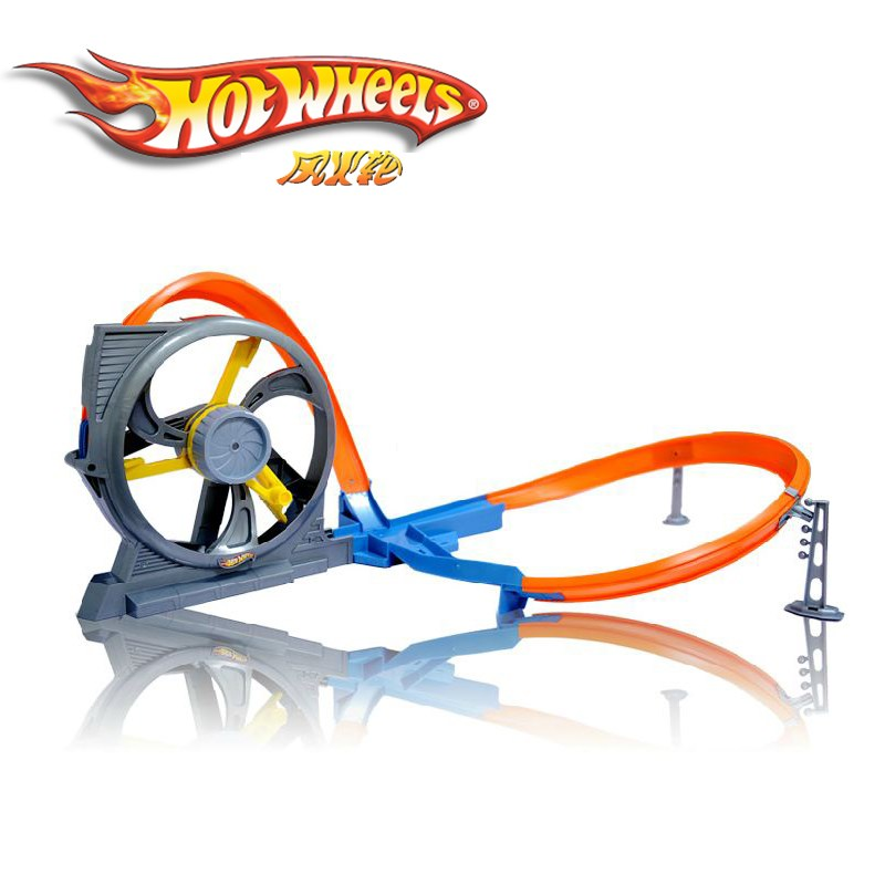 Hot Wheels X9285 - Vong luon cao toc va giao lo tu than