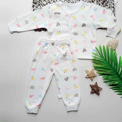 Bộ quần áo sơ sinh cúc giữa hình nền trắng (0 - 6M)